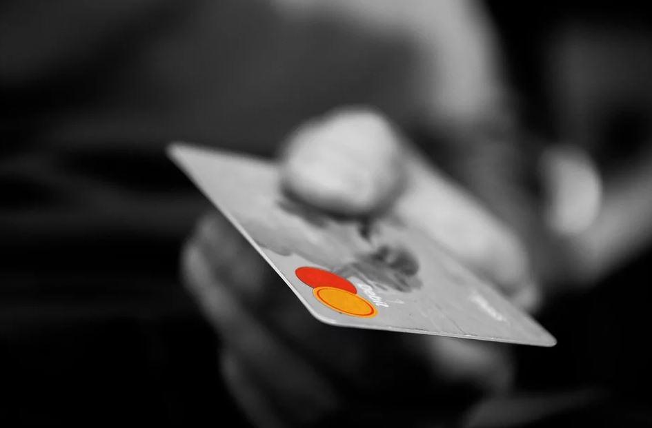Bar oder EC-Karte: Wie lässt sich mehr Geld sparen